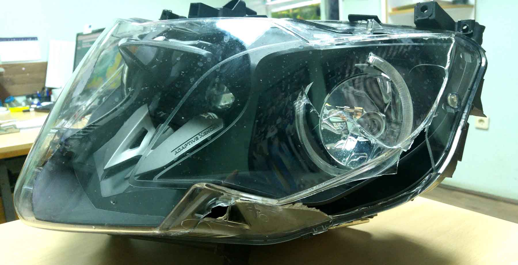 Adaptive Headlight - crack on cover - BMW K1600 Forum : BMW