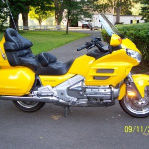 2003 Gold Wing ABS, had to sell this one to have work done on a house.  Was hard to let this one go.  That shade of the Pearl Yellow still makes me sm